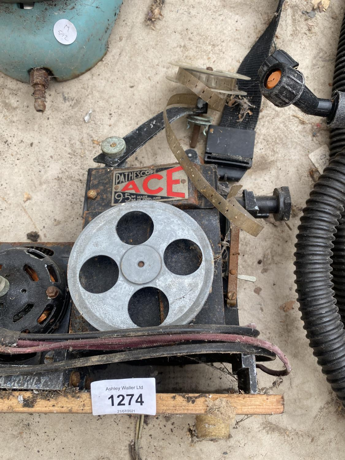 A VINTAGE MOTOR AND A VINTAGE PARAFIN HEATER - Image 3 of 4
