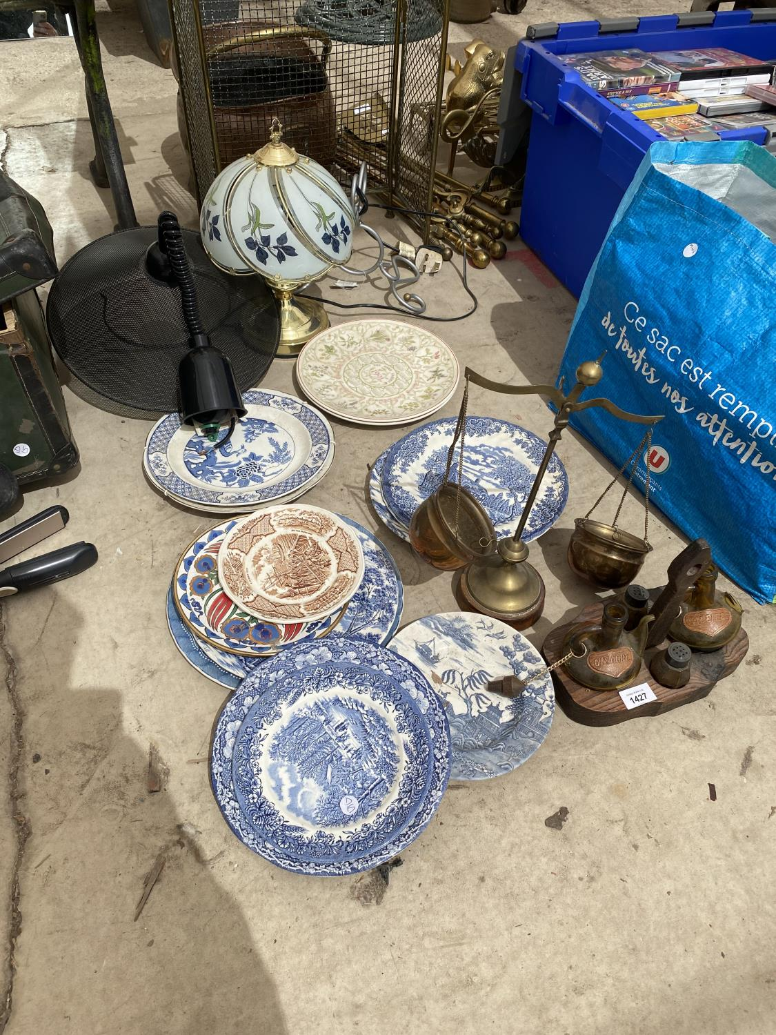AN ASSORTMENT OF ITEMS TO INCLUDE BLUE AND WHITE CERAMICS PLATES, A GLASS LAMP AND BALANCE SCALES