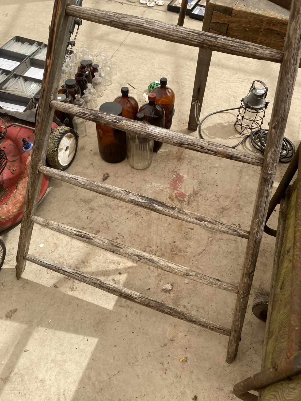 A VINTAGE WOODEN 8 RUNG TRIANGULAR STEP LADDER - Image 2 of 4