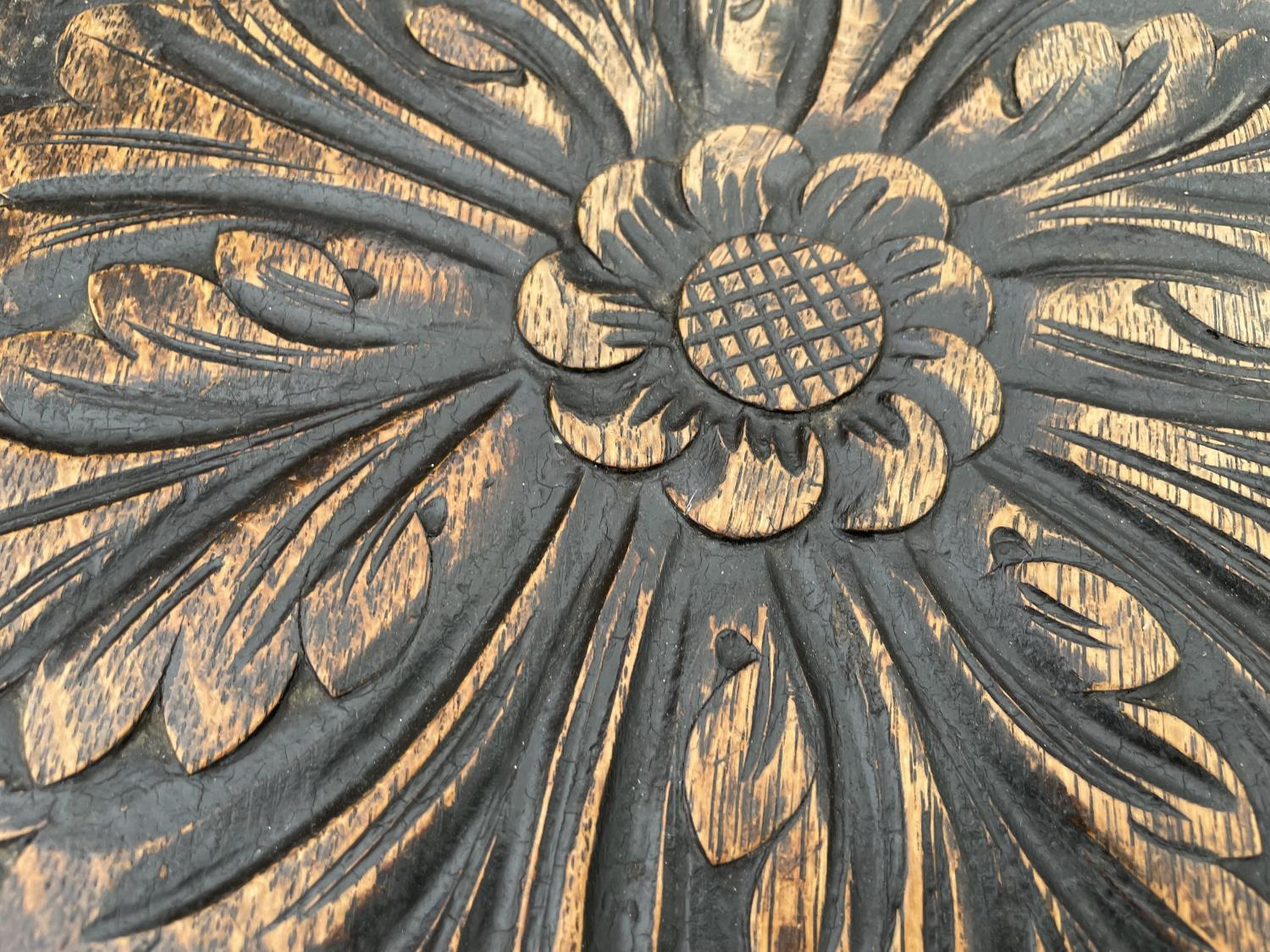 A HEAVILY CARVED VICTORIAN OAK OCTAGONAL TWO TIER OCCASIONAL TABLE - Image 3 of 5