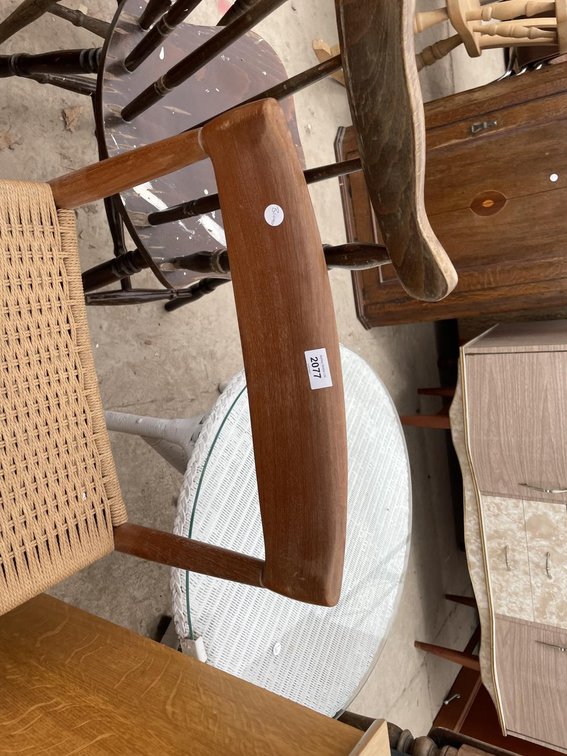 A RETRO TEAK SINGLE DINING CHAIR WITH RATTAN SEAT - Image 2 of 3