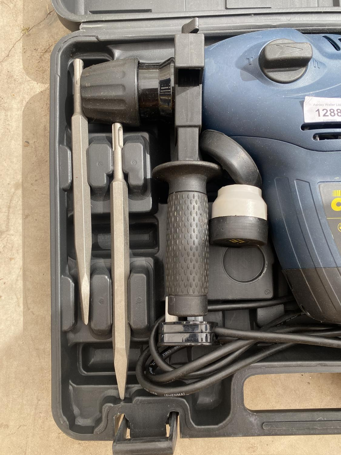 A POWER CRAFT SDS DRILL WITH VARIOUS SDS DRILL BITS AND R/PLUGS - Image 3 of 4