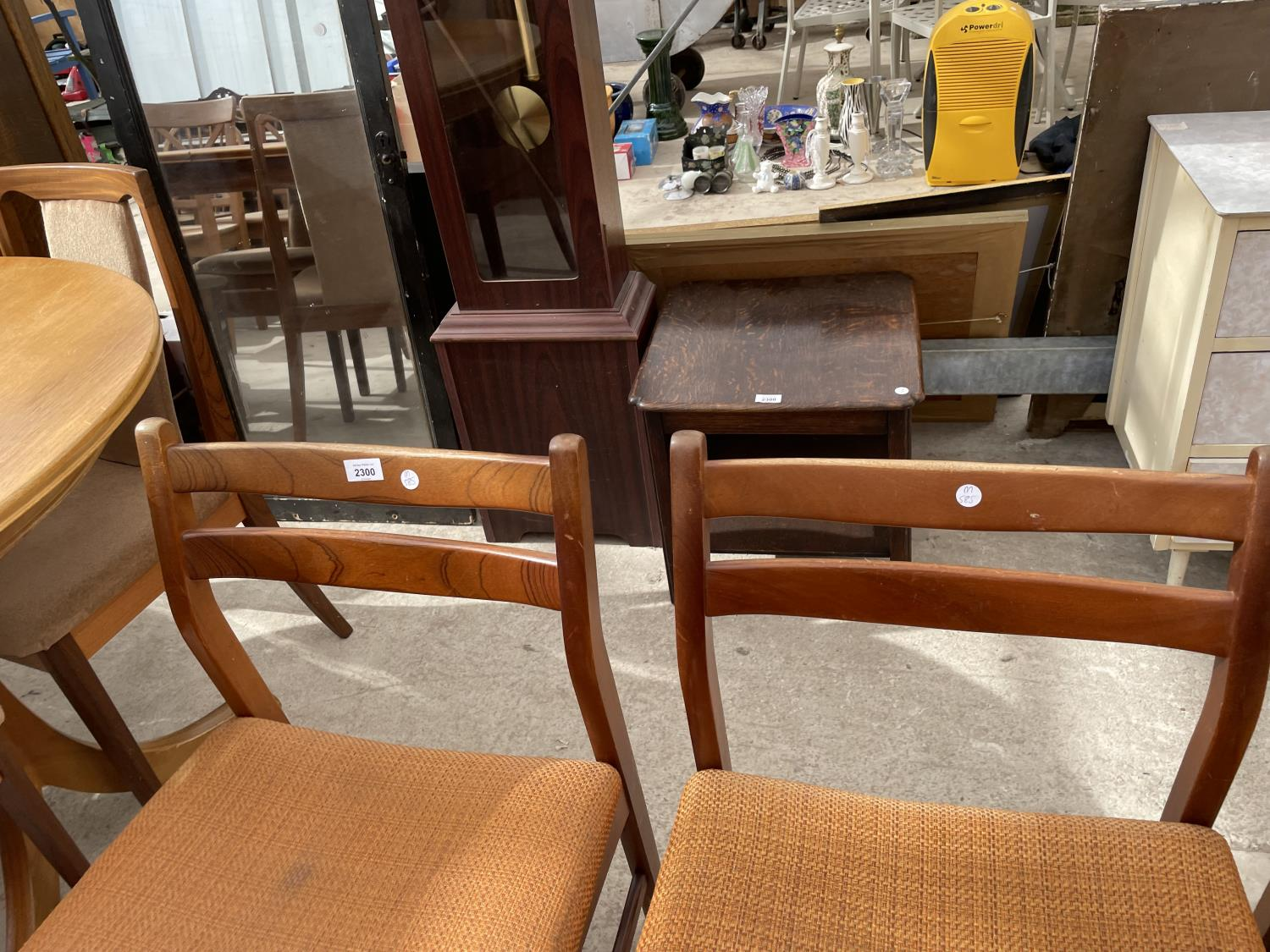 FOUR RETRO TEAK DINING CHAIRS - Image 2 of 5