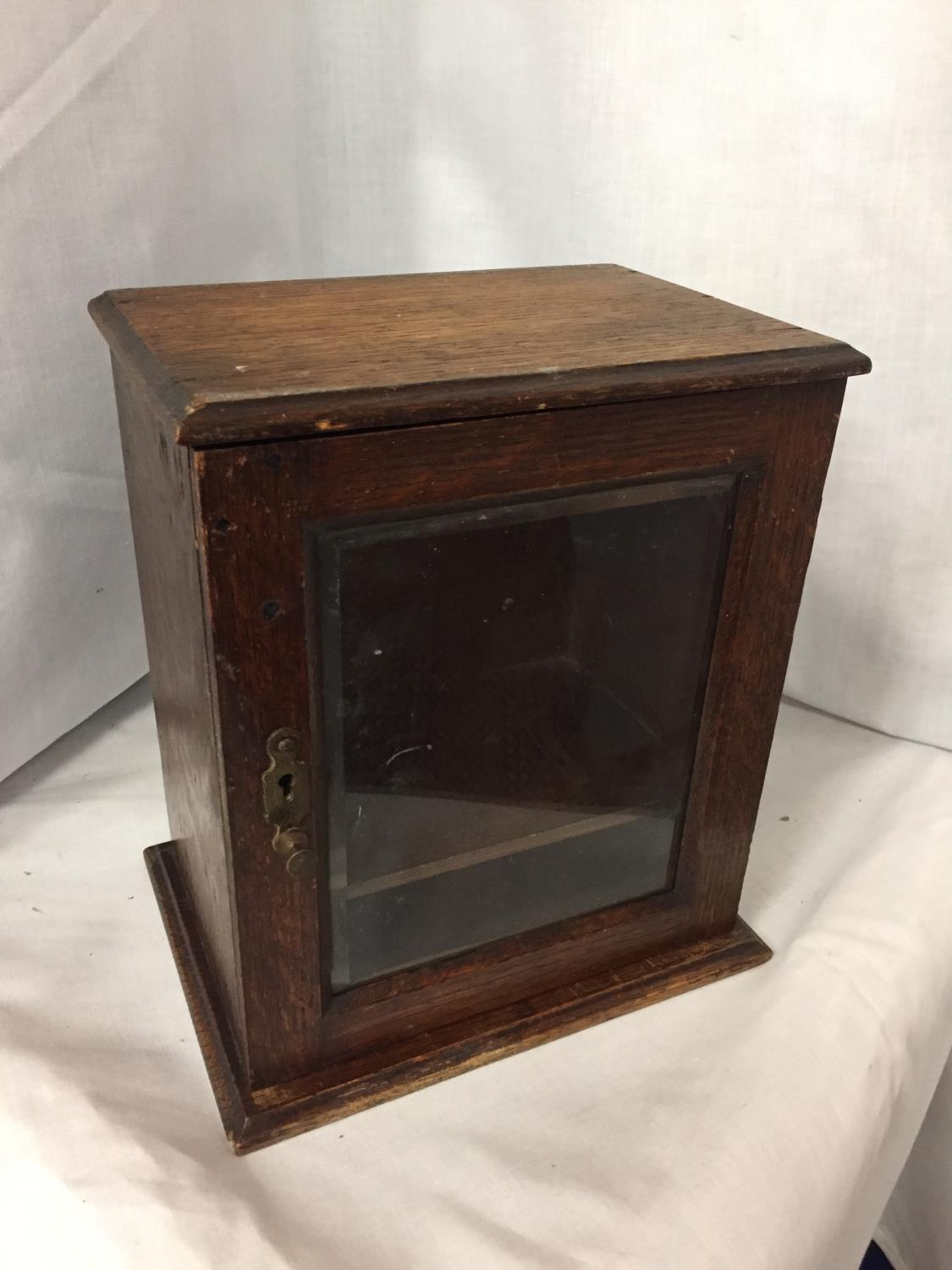 AN MINATURE OAK GLASS FRONTED CABINET HEIGHT 25CM
