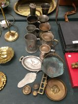 A LARGE COLLECTION OF METALWARE TO INCLUDE TANKARDS, DISHES ETC