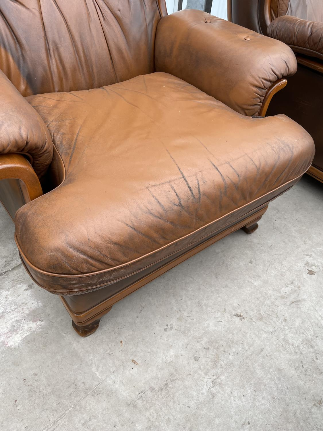 A TWO SEATER SETTEE AND EASY CHAIR BY WORLD OF LEATHER - Image 3 of 7