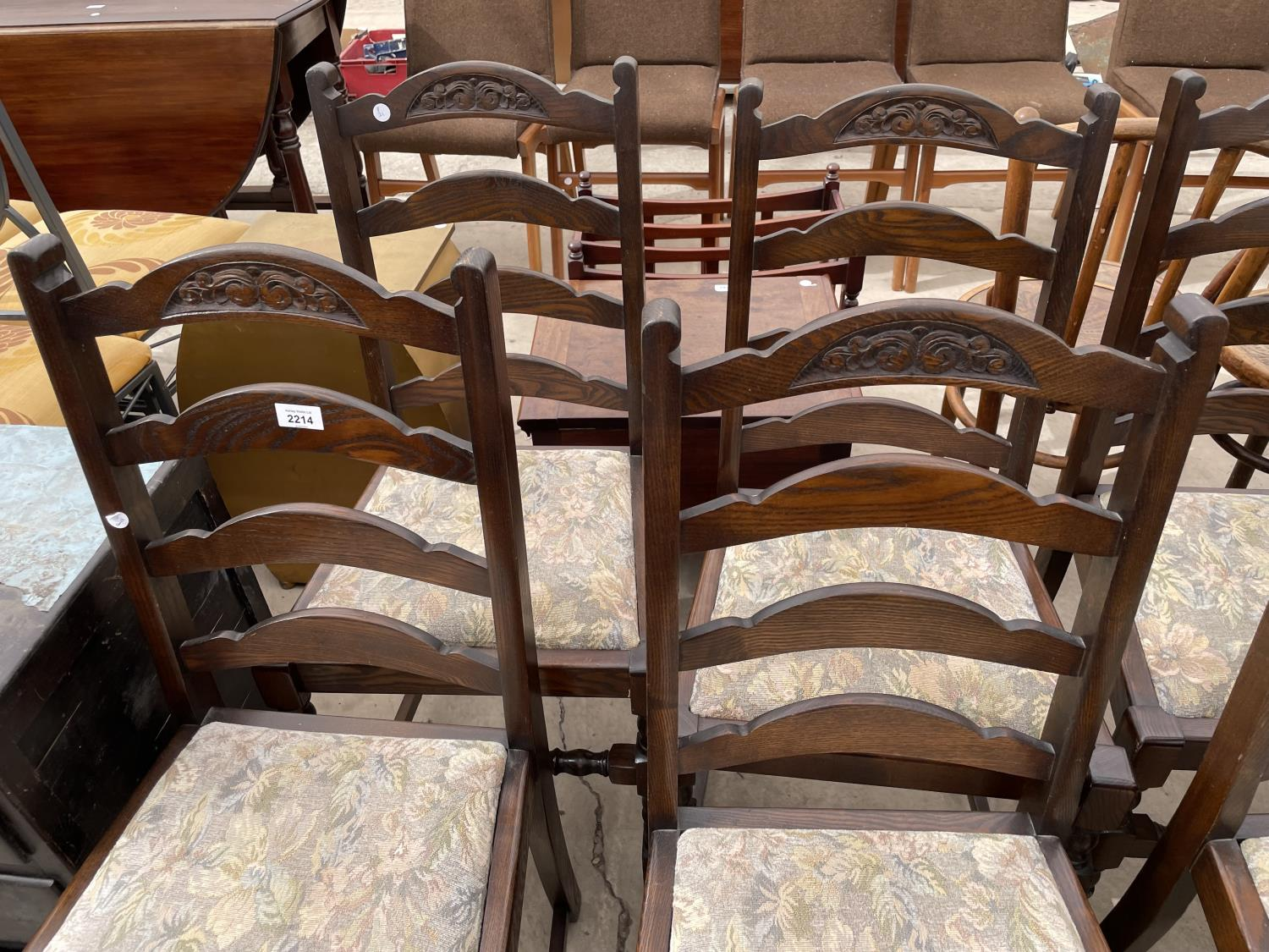 A SET OF SIX OAK REPRODUCTION LADDERBACK DINING CHAIRS ON TURNED LEGS - Image 2 of 6