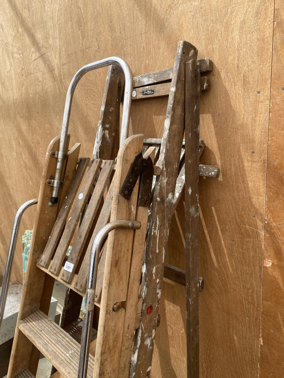 A VINTAGE 6 RUNG WOODEN STEP LADDER AND A VINTAGE 5 RUNG WOODEN STEP LADDER - Image 2 of 4