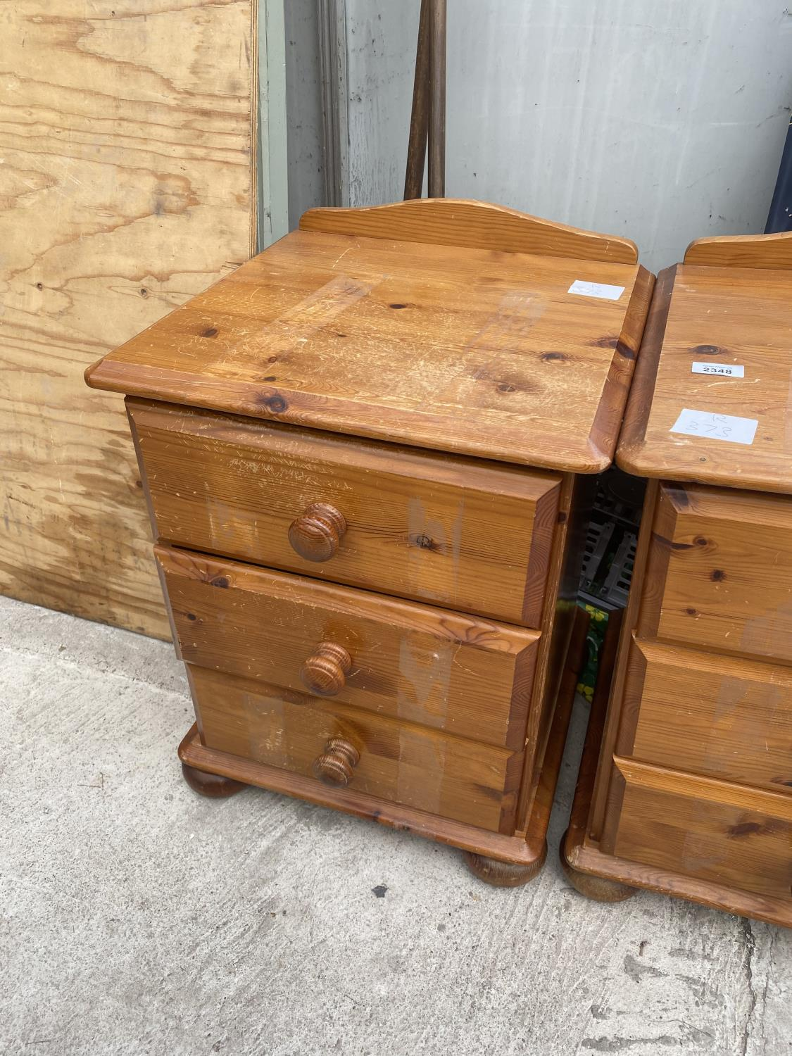 A PAIR OF MODERN PINE BEDSIDE THREE DRAWER CHESTS AND A WINE TABLE ON TRIPOD BASE - Image 3 of 4
