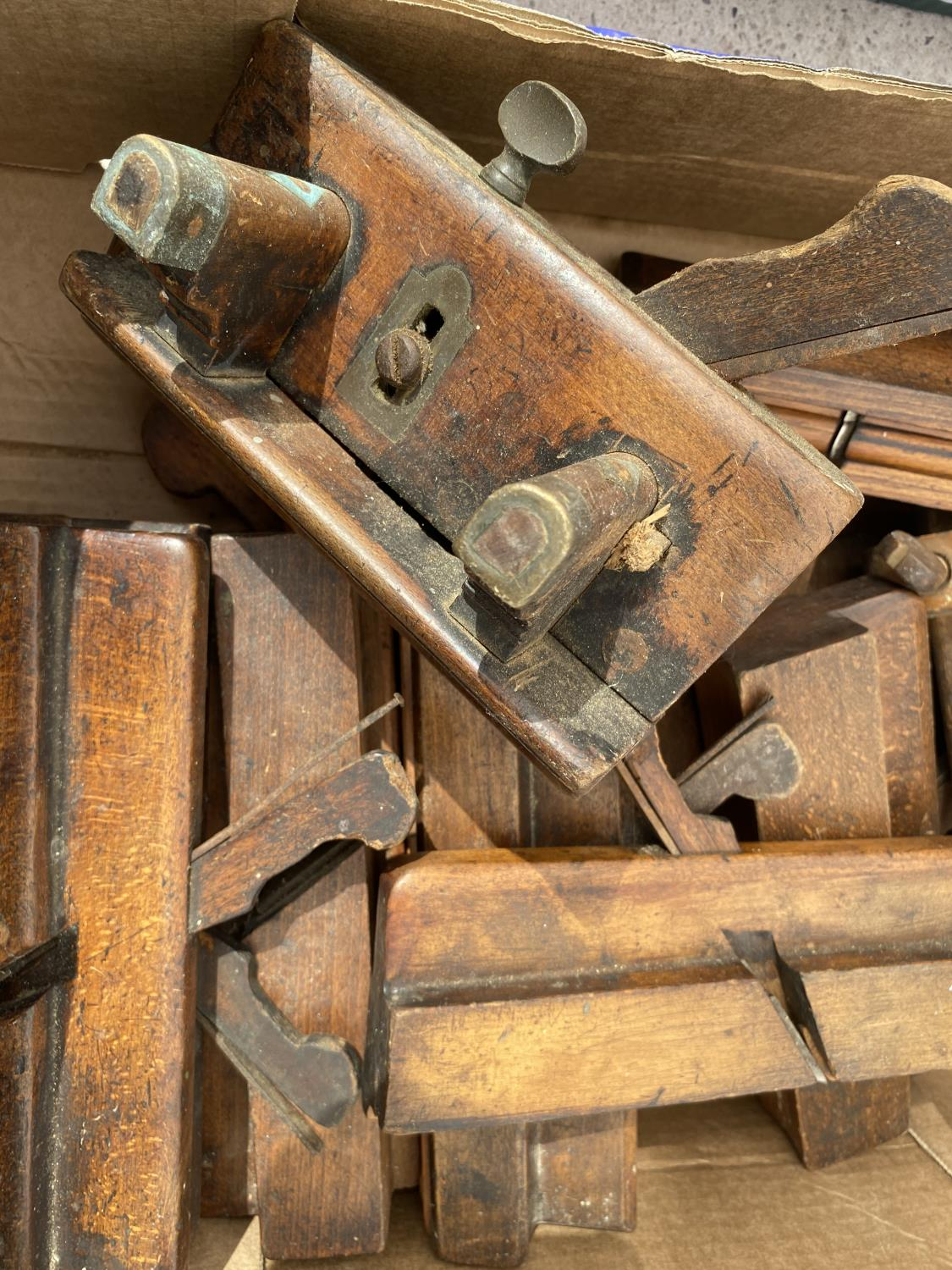 A COLLECTION OF VINTAGE WOOD PLANES - Image 2 of 2