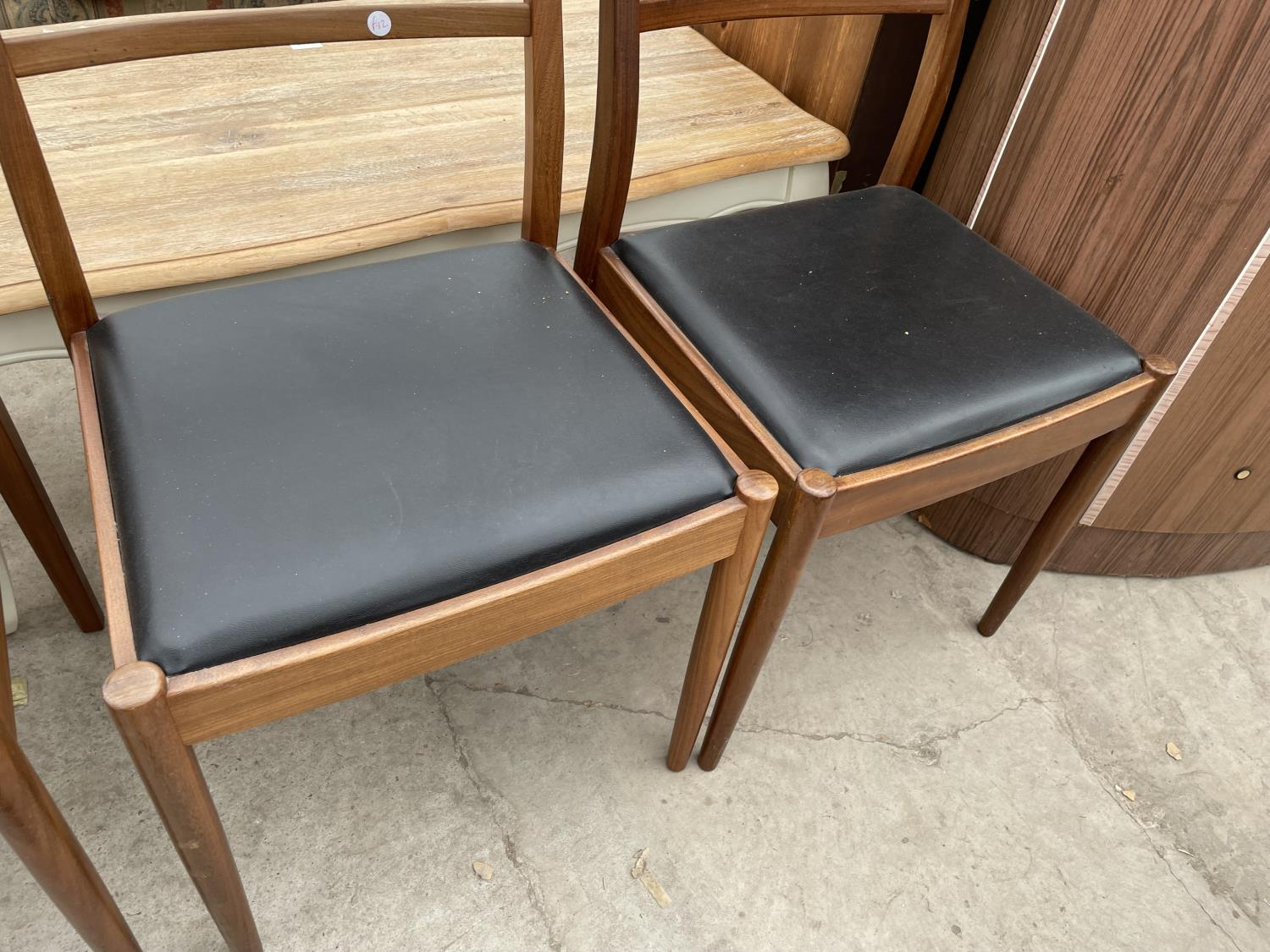 A SET OF FOUR RETRO TEAK G-PLAN DINING CHAIRS - Image 5 of 6