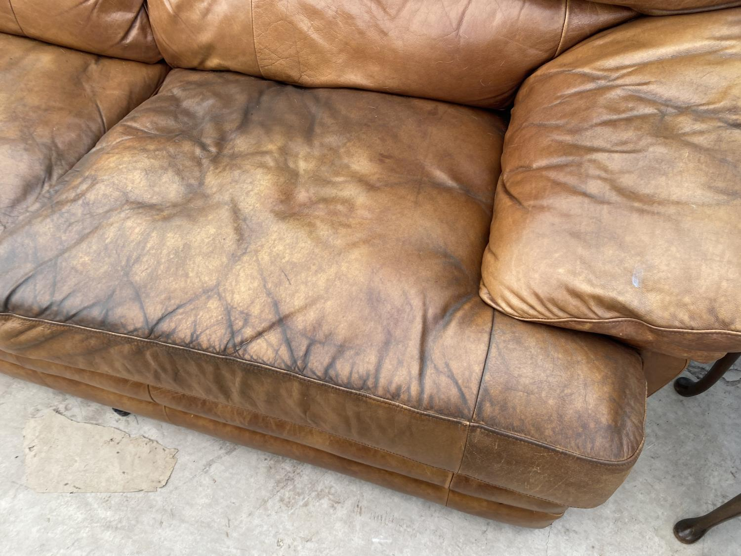 A MODERN LEATHER THREE SEATER SETTEE - Image 5 of 5