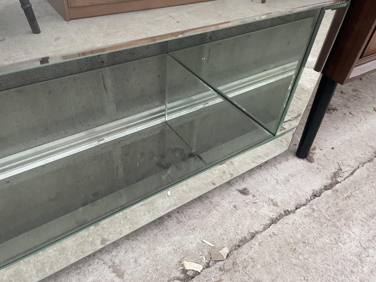 """A MODERN MIRRORED COFFEE TABLE, 39"""" WIDE - Image 4 of 4"""