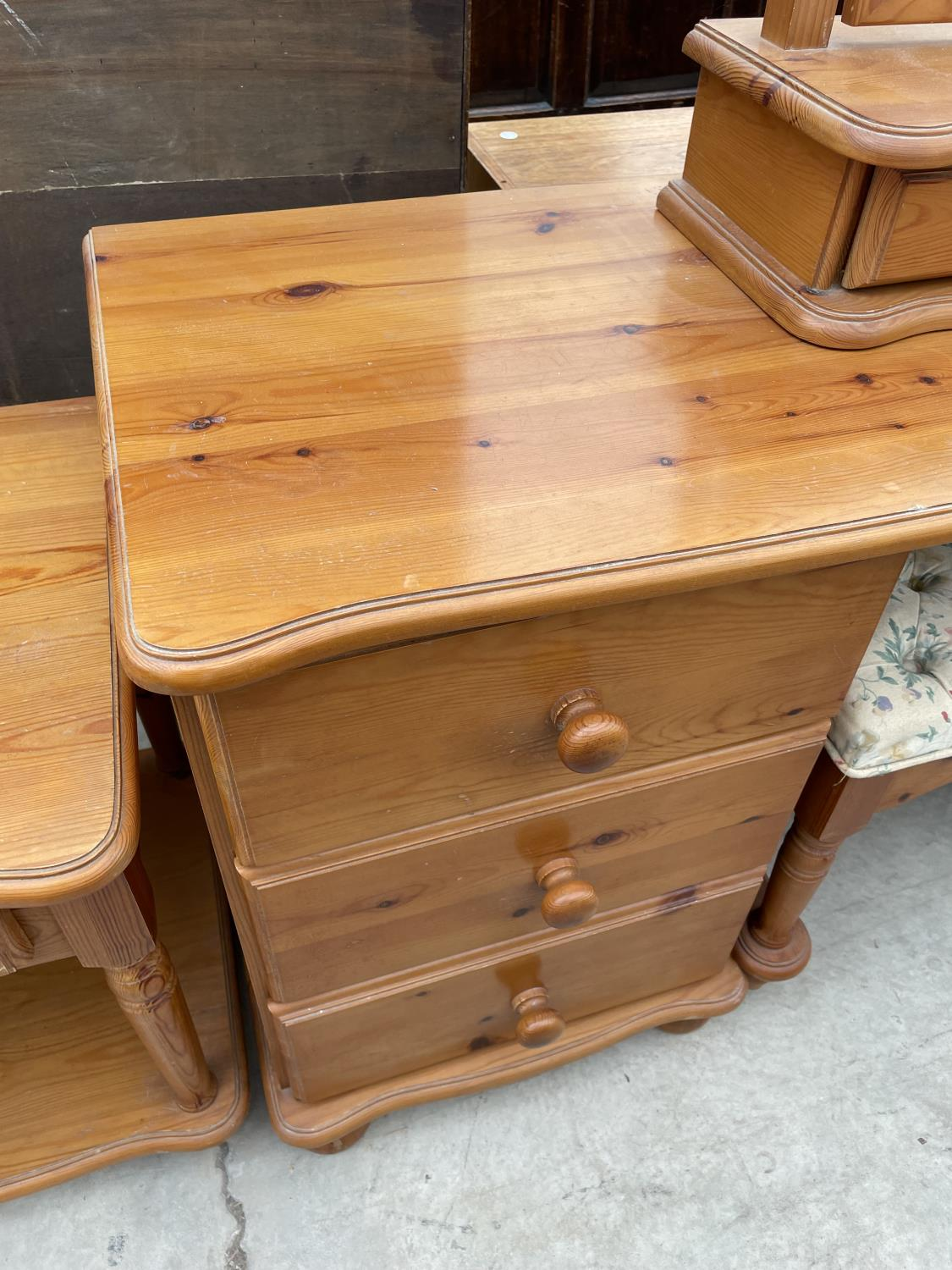 A MODERN PINE DRESSING TABLE WITH MIRROR, STOOL AND TWO BEDSIDE TABLES - Image 4 of 7
