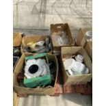 AN ASSORTMENT OF HOUSEHOLD CLEARANCE ITEMS TO INCLUDE CERAMICS AND GLASS WARE ETC
