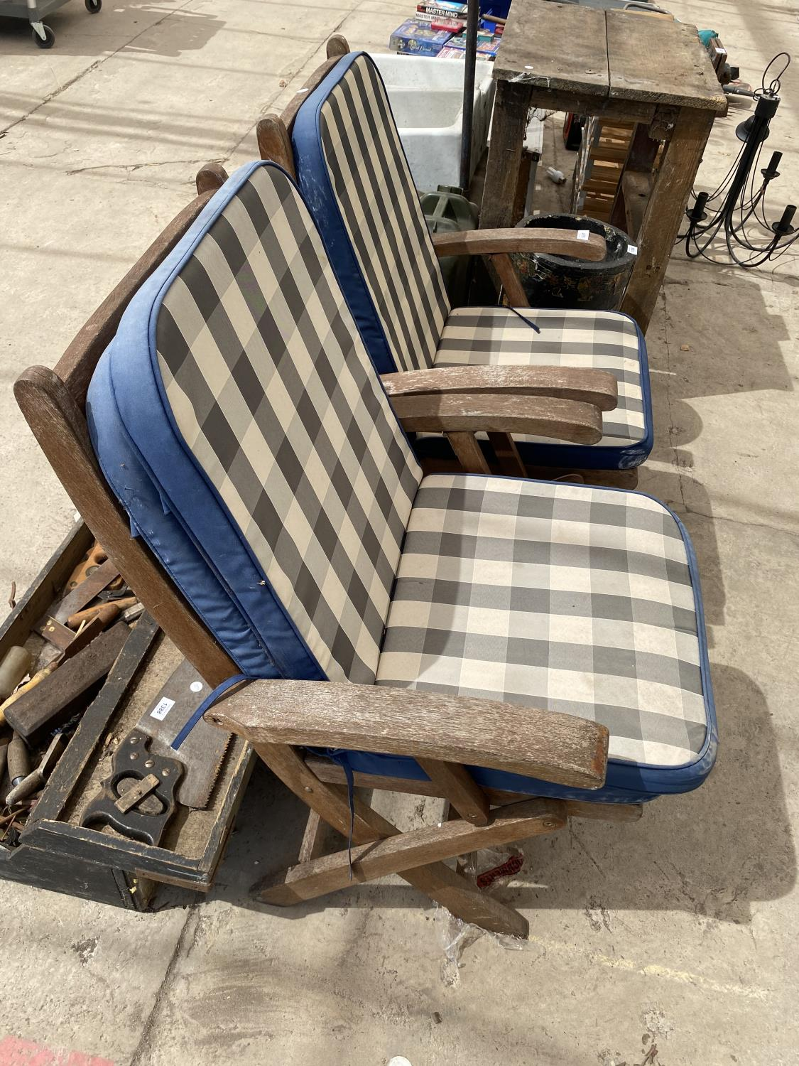A PAIR OF TEAK FOLDING GARDEN CHAIRS - Image 3 of 3