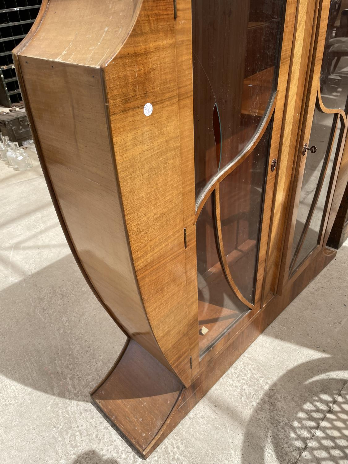 A WALNUT ART DECO STYLE CABINET WITH TWO GLAZED DOORS (AF TO TOP AND ONE PAIN REQUIRES REPLACING) - Image 4 of 7