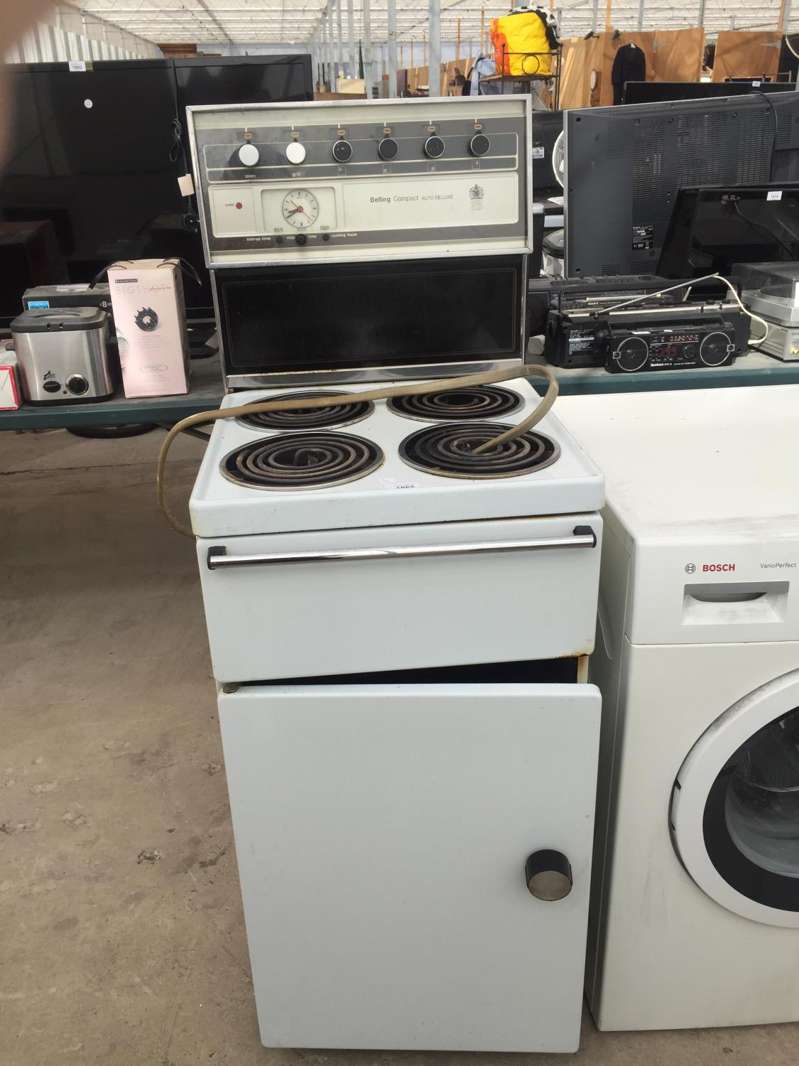 A WHITE FREESTANDING BELLING OVEN AND HOB