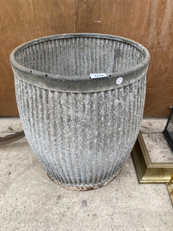 A VINTAGE GALVANISED DOLLY TUB