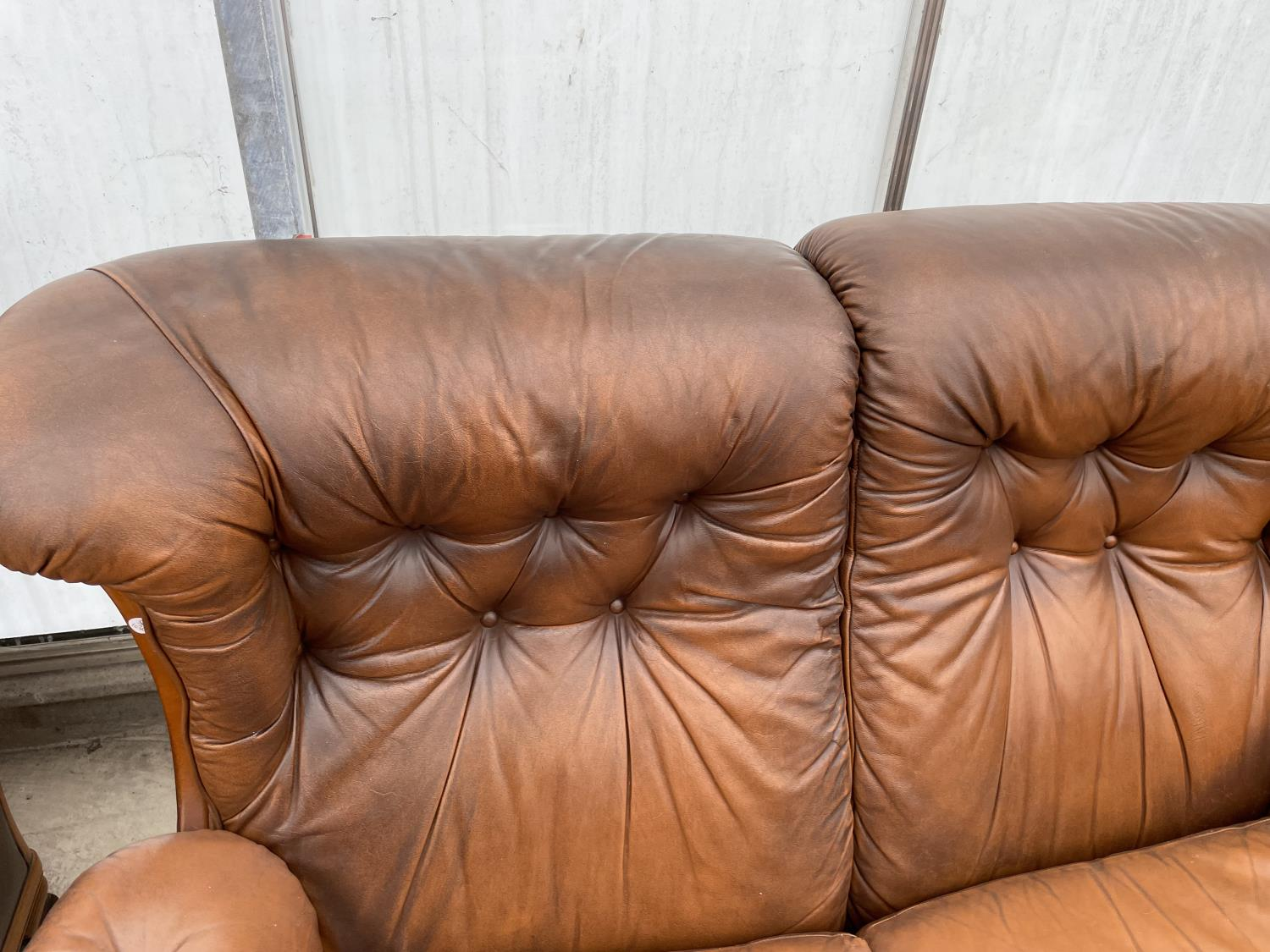A TWO SEATER SETTEE AND EASY CHAIR BY WORLD OF LEATHER - Image 6 of 7