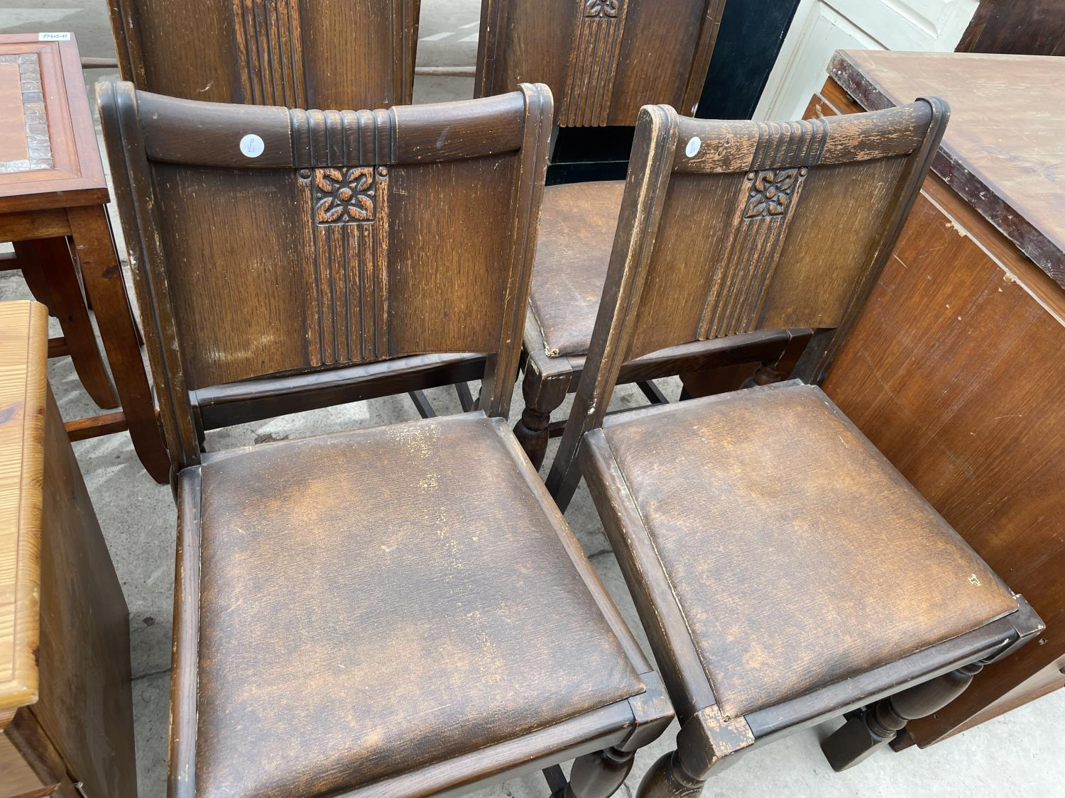 A SET OF FOUR EARLY 20TH CENTURY OAK DINING CHAIRS AND A PINE LOCKER - Image 3 of 5