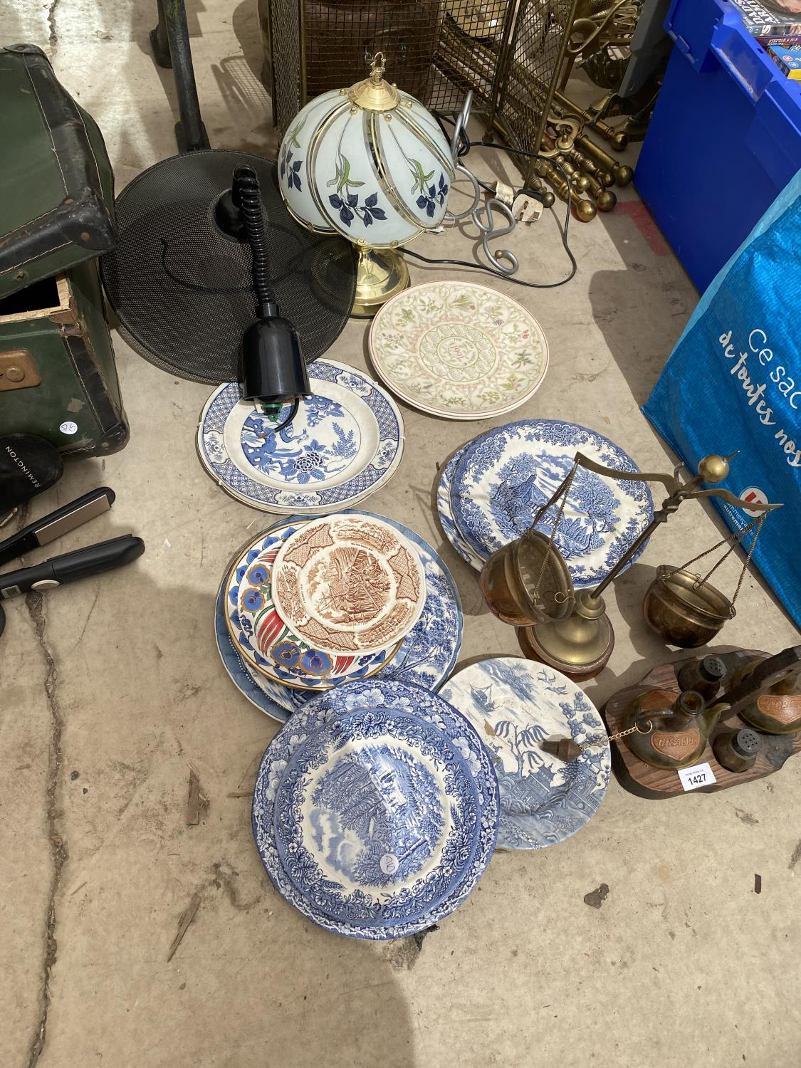 AN ASSORTMENT OF ITEMS TO INCLUDE BLUE AND WHITE CERAMICS PLATES, A GLASS LAMP AND BALANCE SCALES - Image 4 of 4