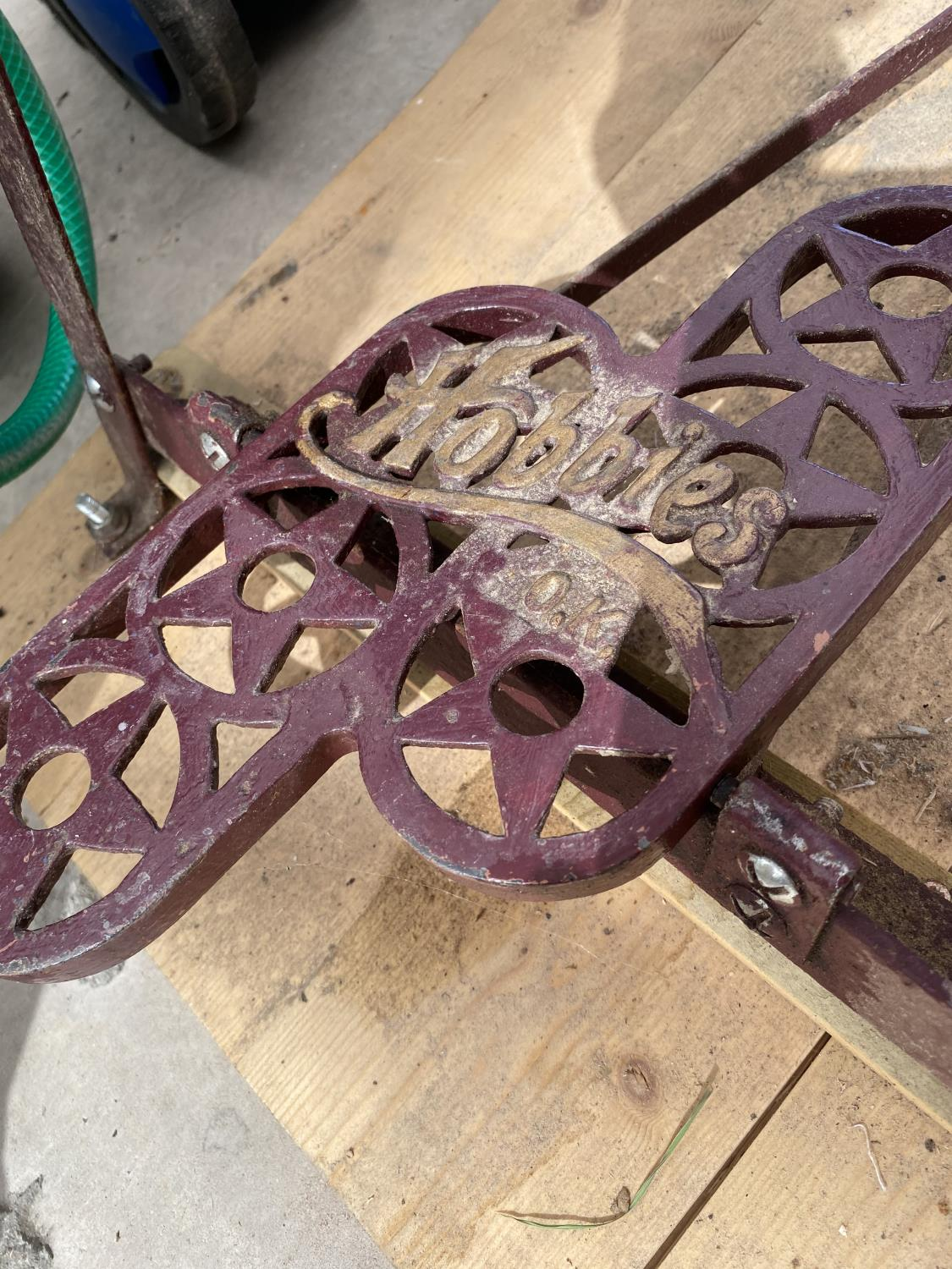 A HOBBIES TREDDLE SCROLL SAW - Image 4 of 4