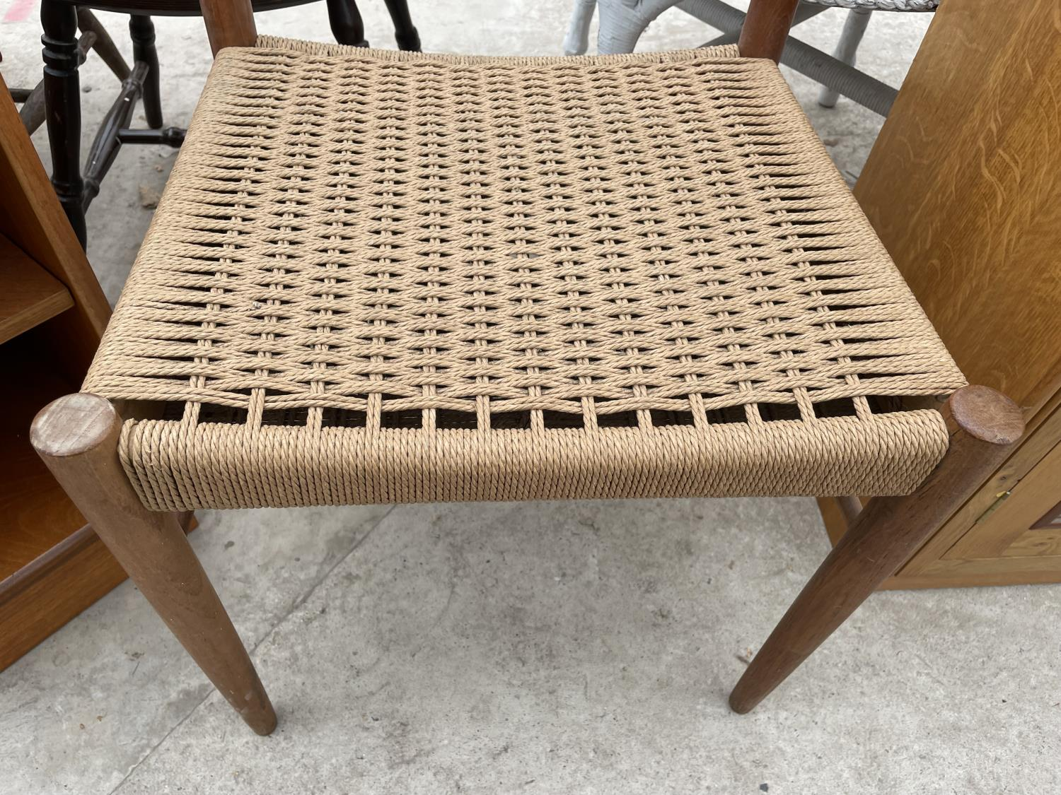 A RETRO TEAK SINGLE DINING CHAIR WITH RATTAN SEAT - Image 3 of 3