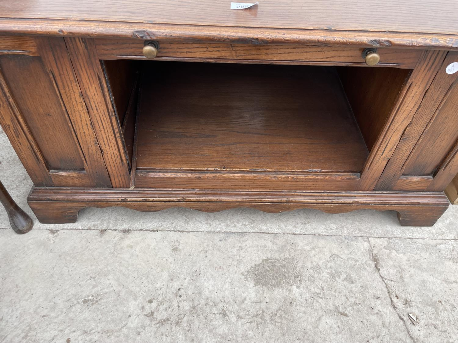 AN OAK TV/VIDEO STAND - Image 3 of 3