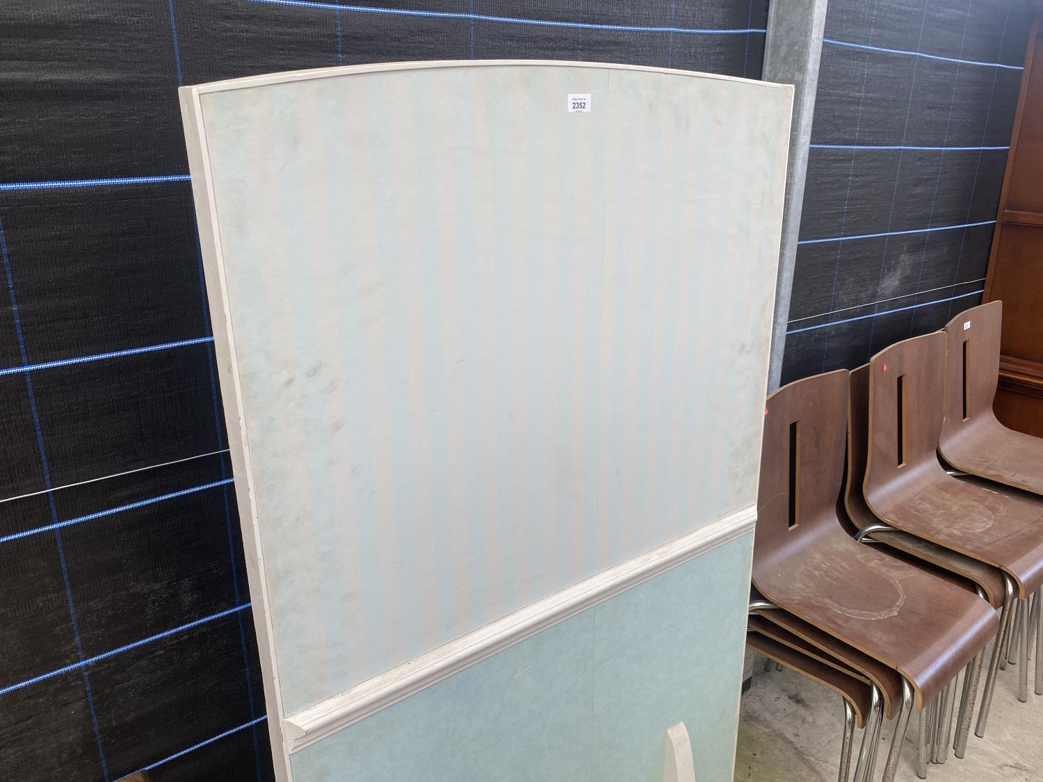 """A PAINTED FREE STANDING SCREEN, 61X36"""" - Image 3 of 3"""