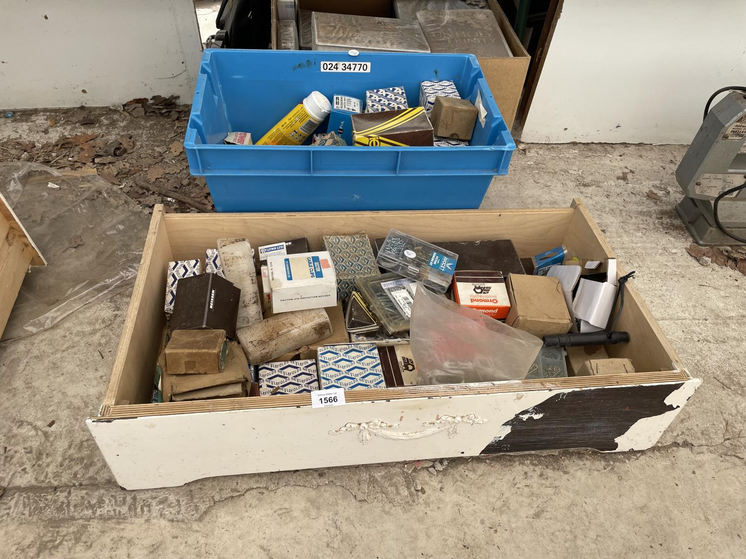 A LARGE QUANTITY OF SCREWS, NAILS AND PICTURE HOOKS ETC - Image 2 of 6