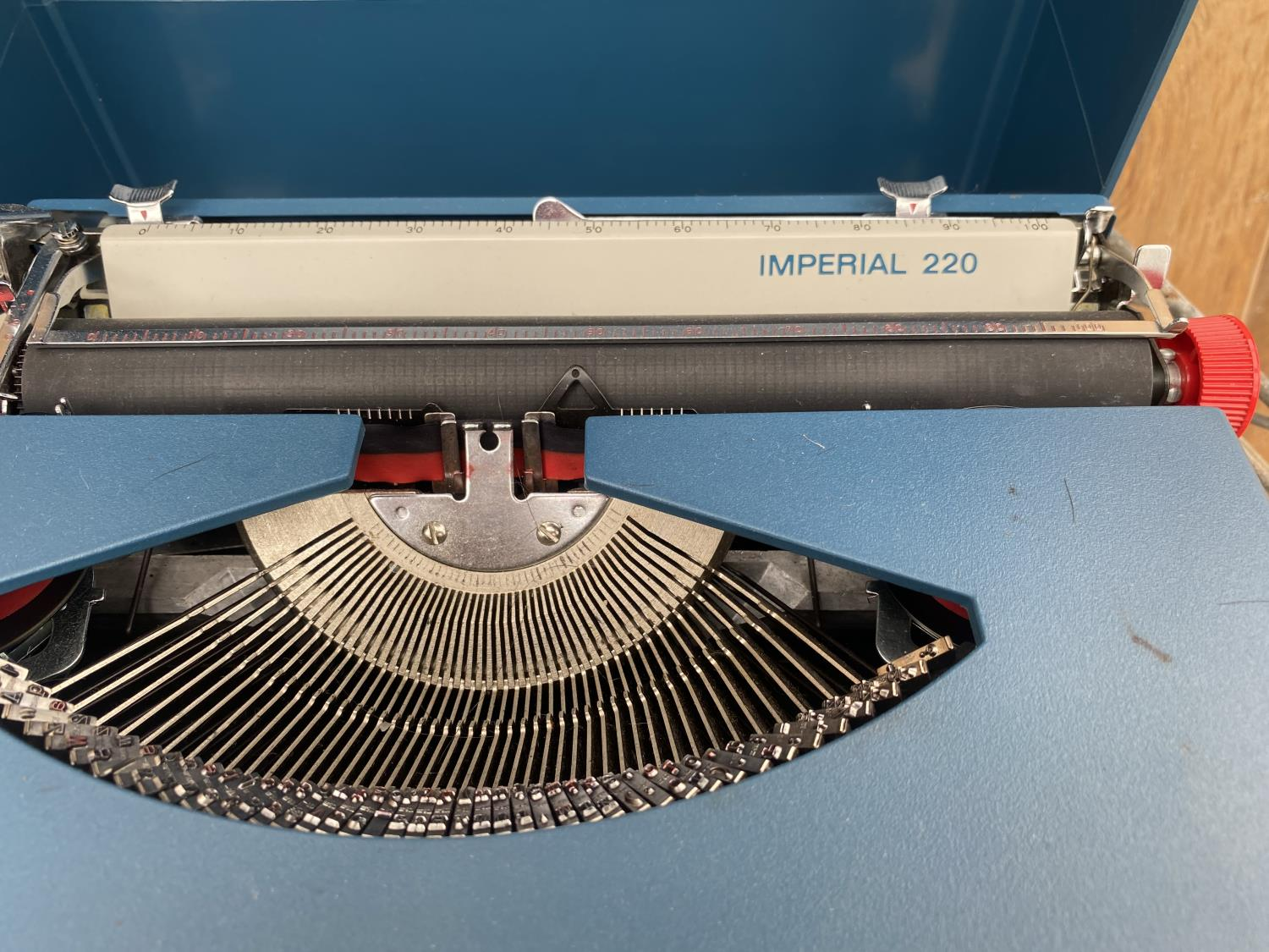 AN IMPERIAL 220 TYPE WRITER WITH CASE - Image 3 of 4