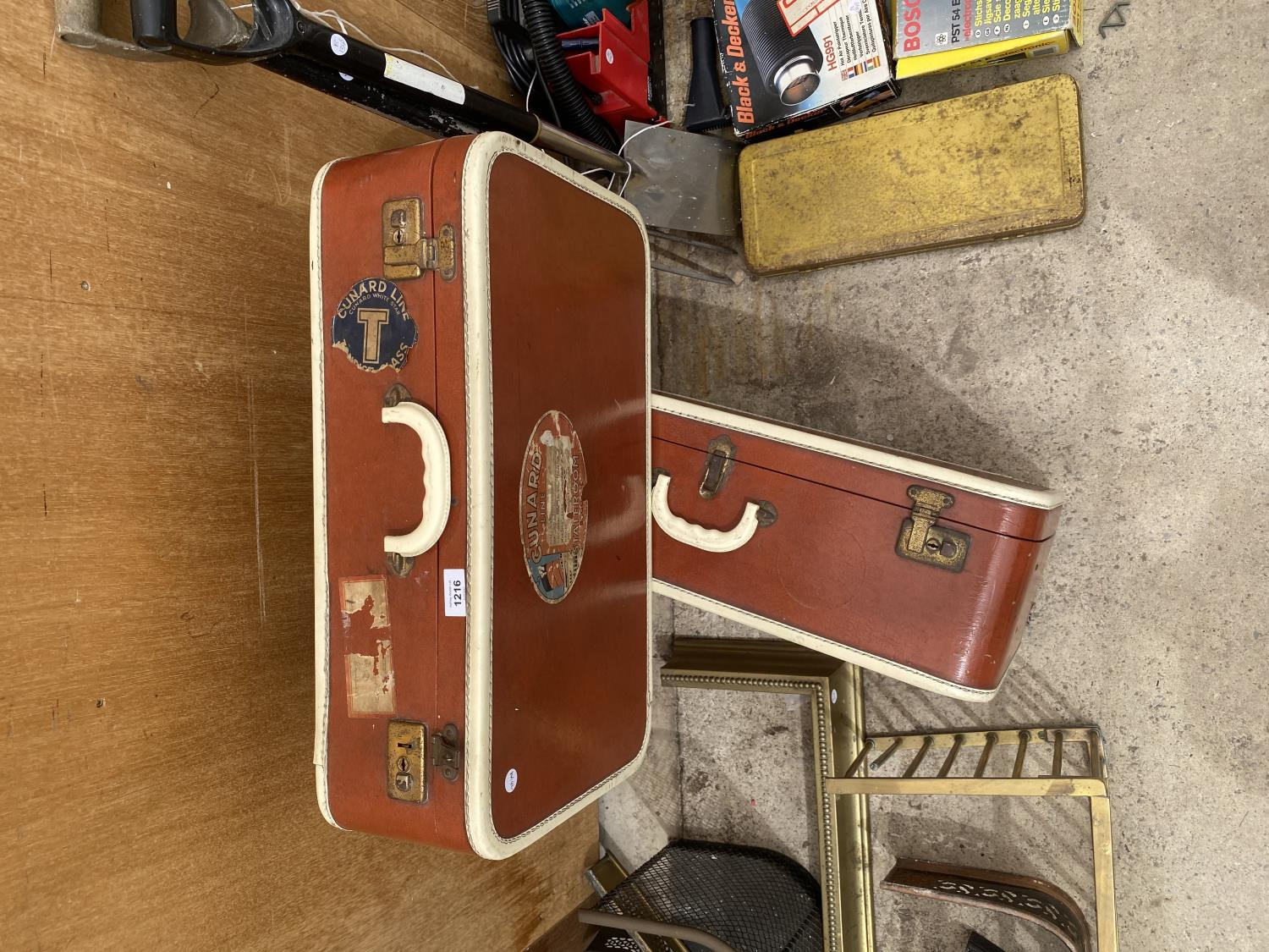 A PAIR OF VINTAGE LEATHER TRAVEL CASES - Image 4 of 4