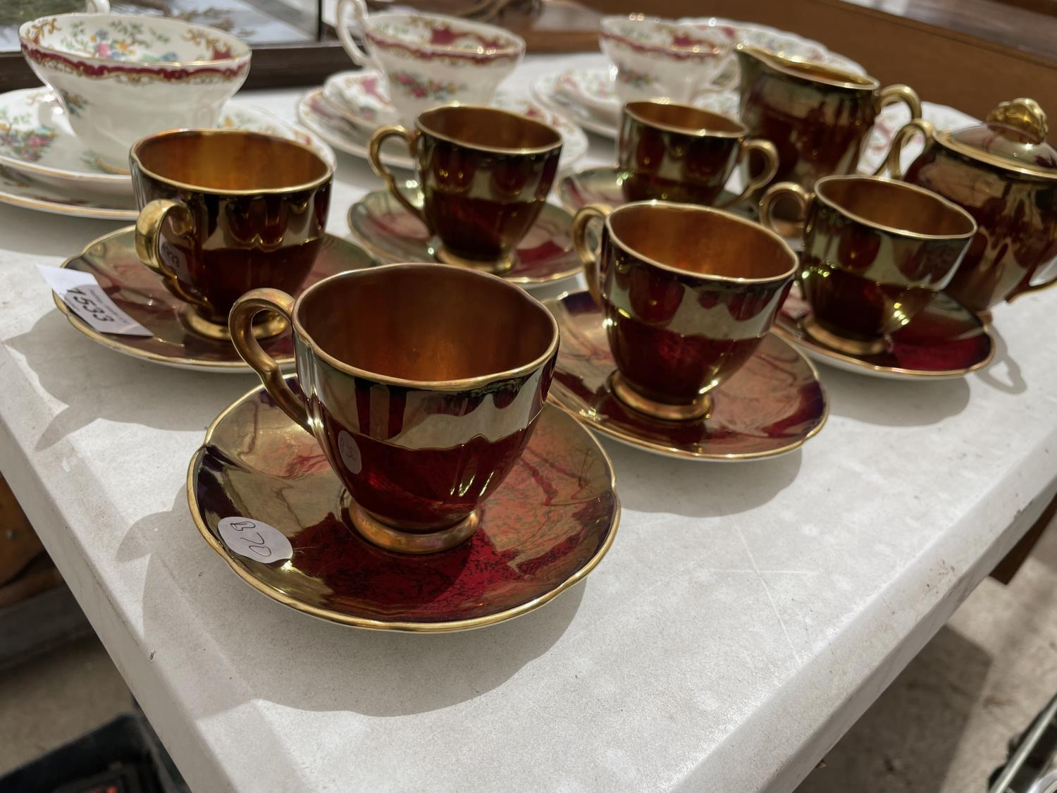 AN ASSORTMENT OF CERAMIC WARE TO INCLUDE A CARLTON WARE COFFEE SERVICE SET AND FLORAL TRIOS ETC - Image 3 of 10