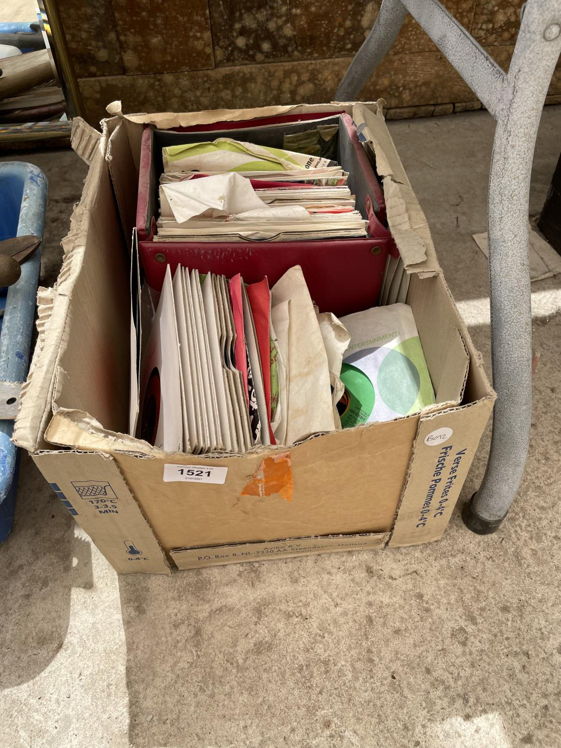 AN ASSORTMENT OF VINTAGE LP RECORDS - Image 2 of 10