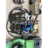 AN ASSORTMENT OF ITEMS TO INCLUDE A TROLLEY JACK, GARDEN SPRAYERS AND A FOLDING SACK TRUCK