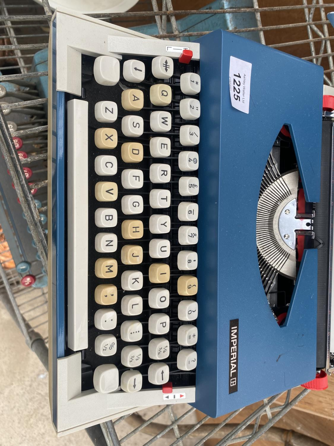 AN IMPERIAL 220 TYPE WRITER WITH CASE - Image 2 of 4