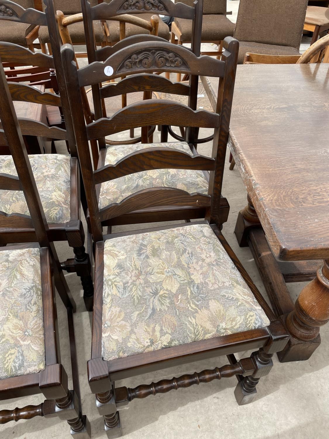 A SET OF SIX OAK REPRODUCTION LADDERBACK DINING CHAIRS ON TURNED LEGS - Image 5 of 6