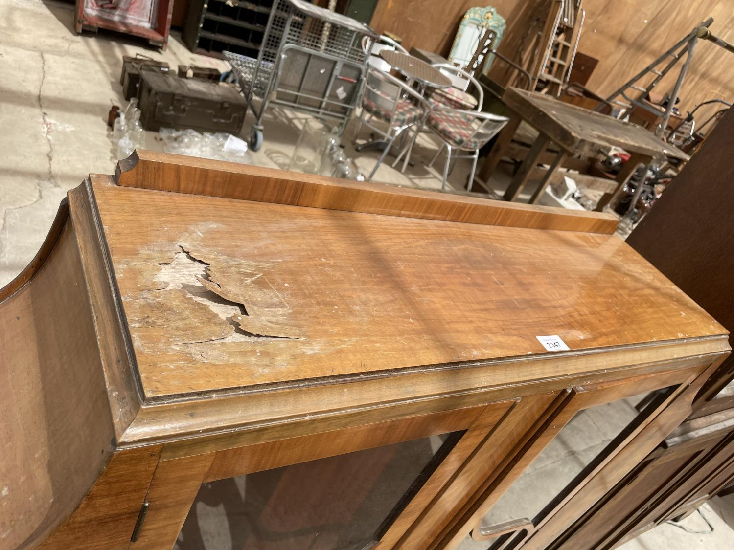 A WALNUT ART DECO STYLE CABINET WITH TWO GLAZED DOORS (AF TO TOP AND ONE PAIN REQUIRES REPLACING) - Image 2 of 7