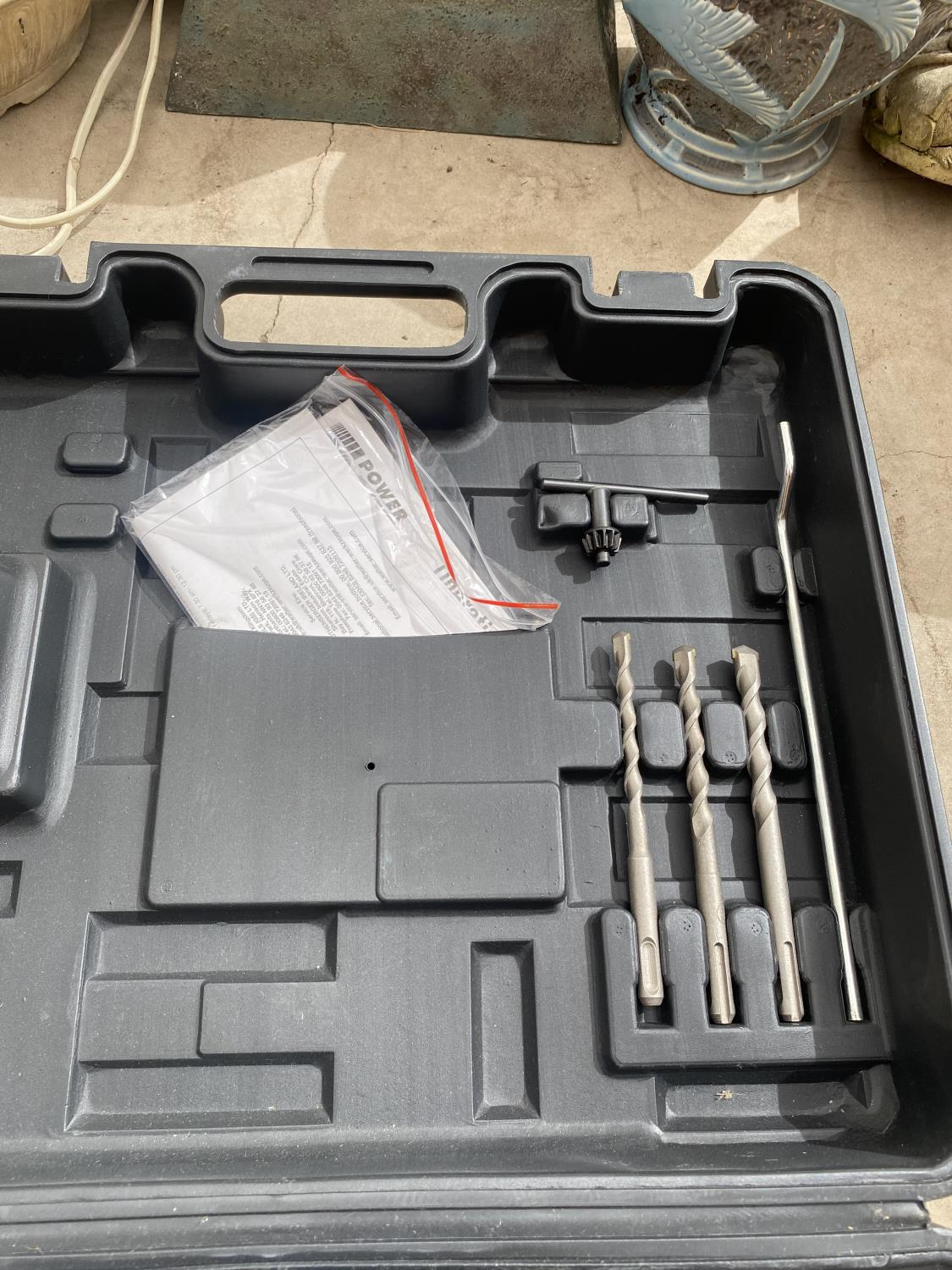 A POWER CRAFT SDS DRILL WITH VARIOUS SDS DRILL BITS AND R/PLUGS - Image 4 of 4