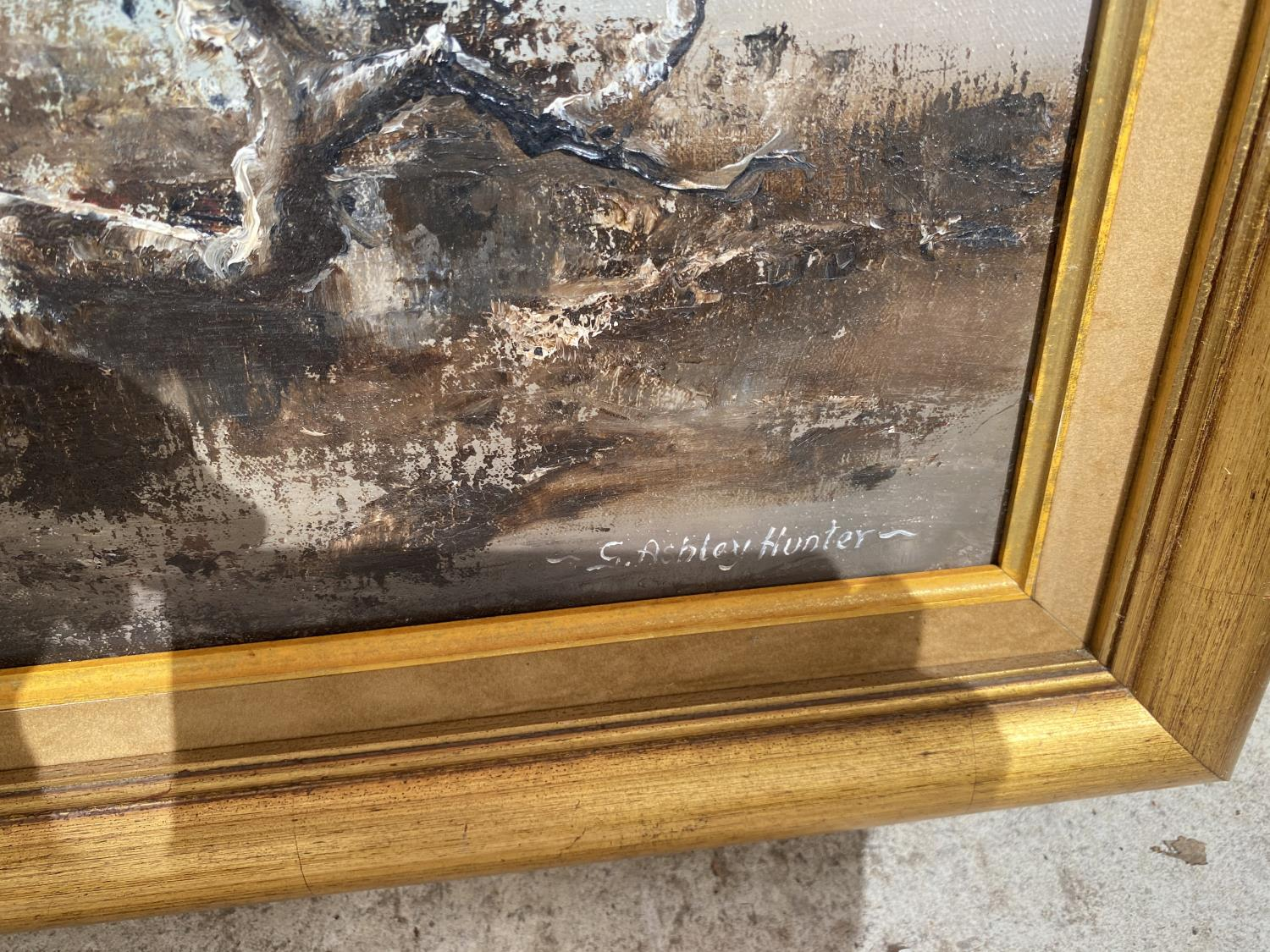 A DECORATIVE GILT FRAMED MIRROR AND A FURTHER OIL ON CANVAS - Image 4 of 4