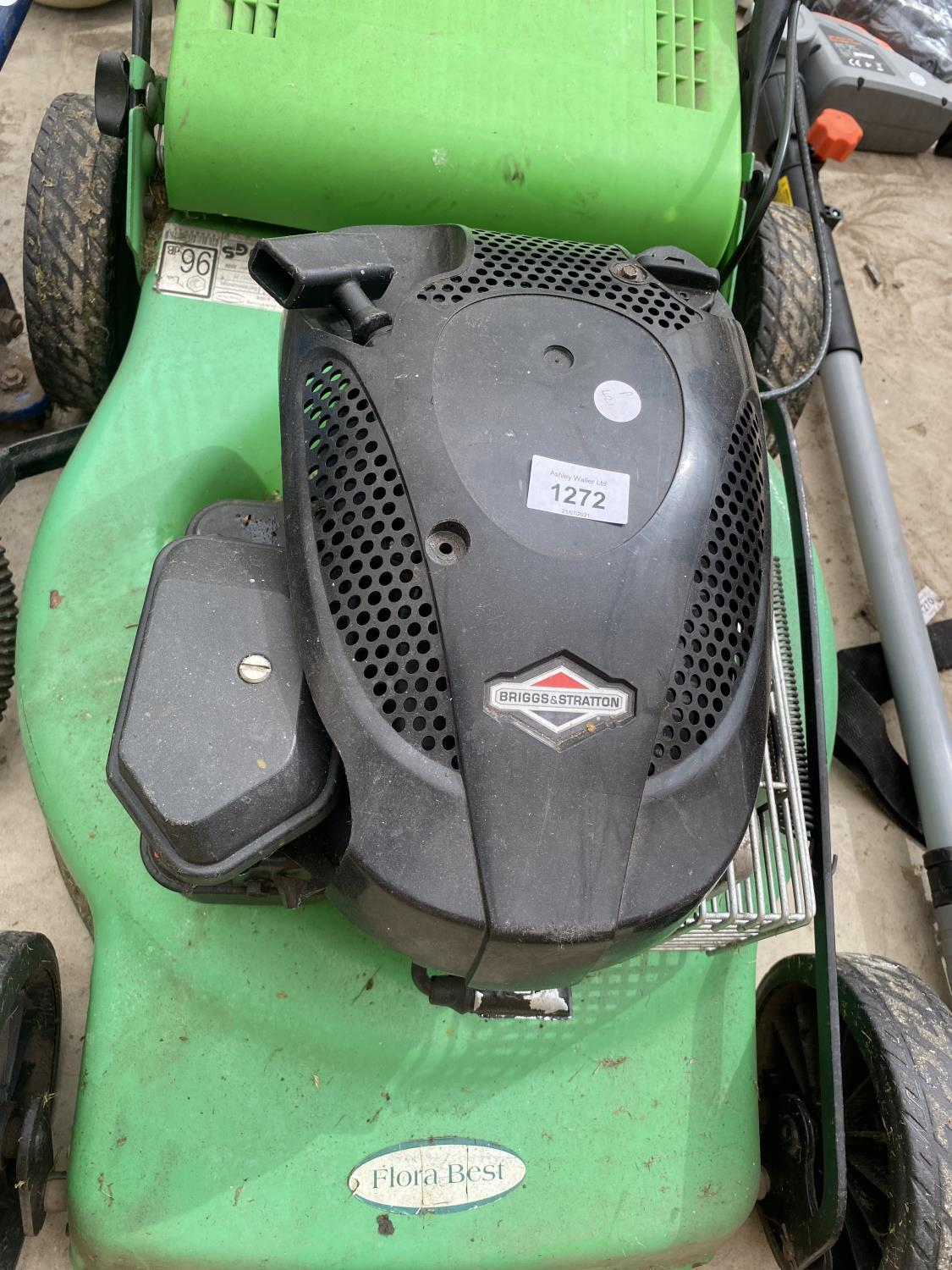 A FLORA BEST LAWN MOWER WITH GRASS BOX AND BRIGGS AND STRATTON PETROL ENGINE - Image 3 of 5