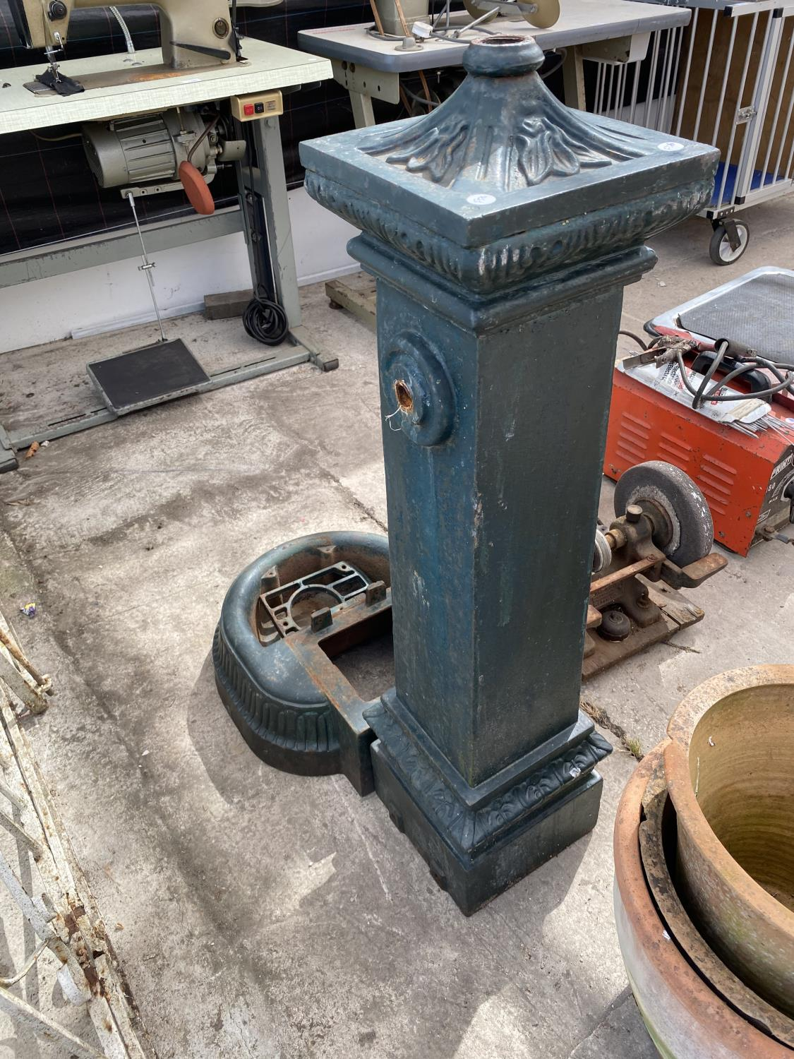 A VINTAGE CAST IRON WATER PUMP - Image 5 of 5