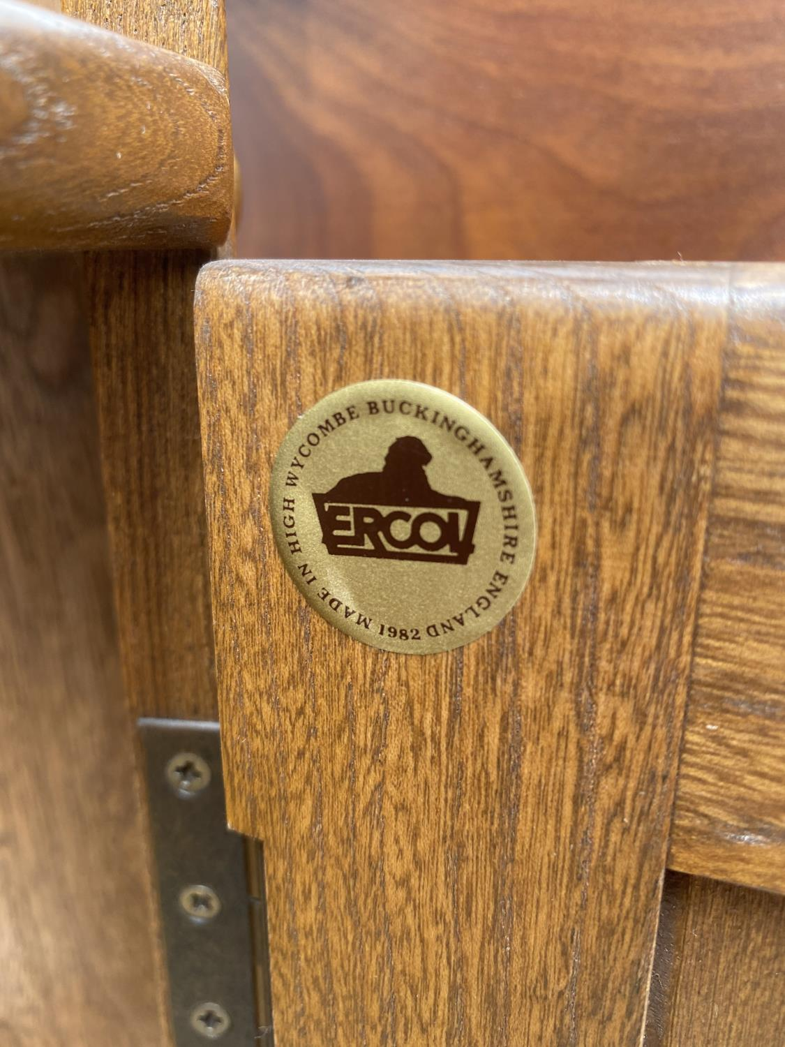 """AN ERCOL OPEN CORNER CUPBOARD WITH CUPBOARDS TO THE BASE, 27"""" WIDE - Image 4 of 5"""
