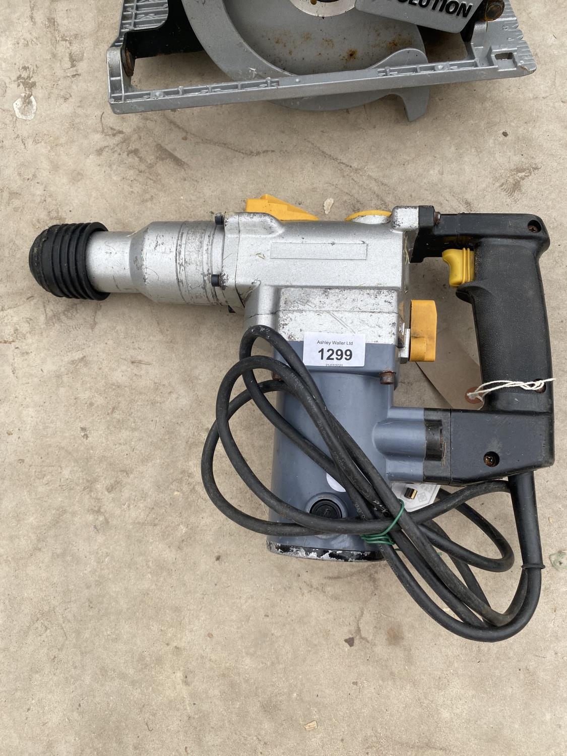 AN EVOLUTION CIRCULAR SAW AND AN SDS DRILL - Image 2 of 3