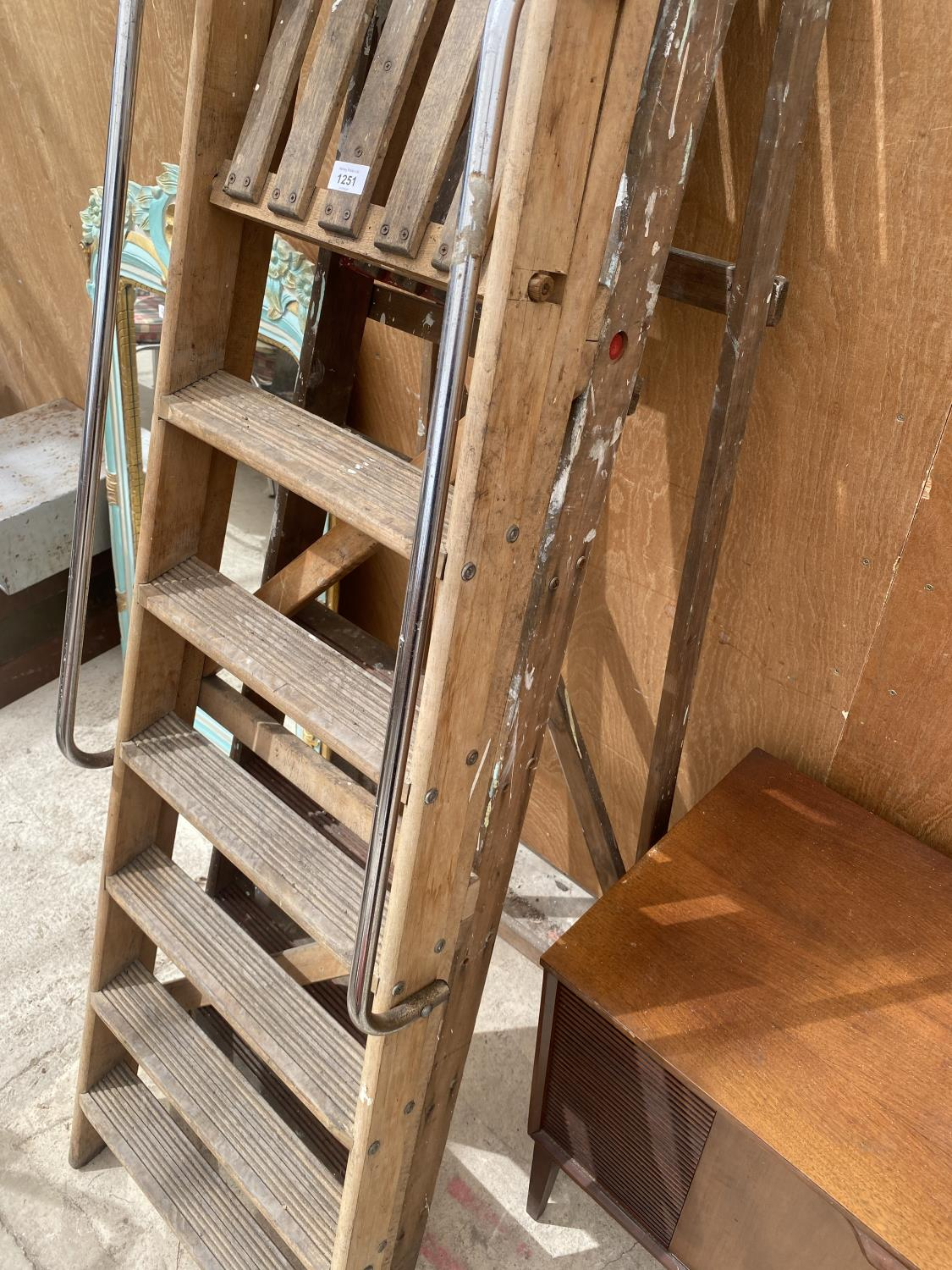 A VINTAGE 6 RUNG WOODEN STEP LADDER AND A VINTAGE 5 RUNG WOODEN STEP LADDER - Image 3 of 4