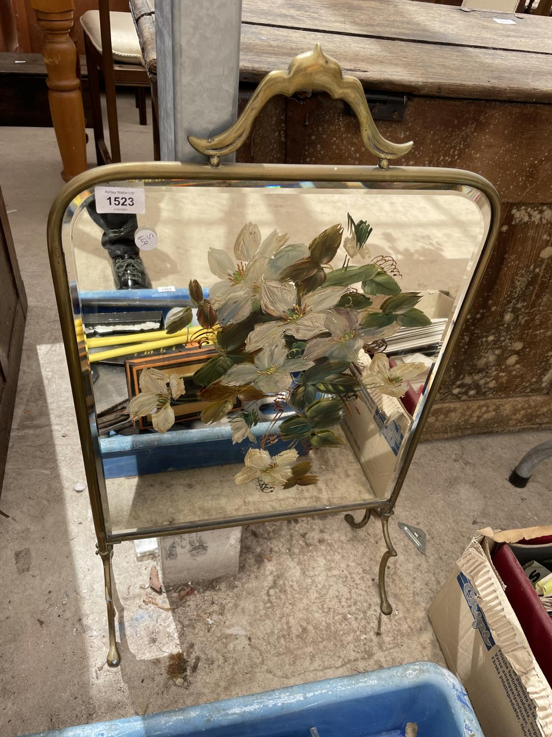 A GILT FRAMED MIRRORED FIRE SCREEN - Image 2 of 4