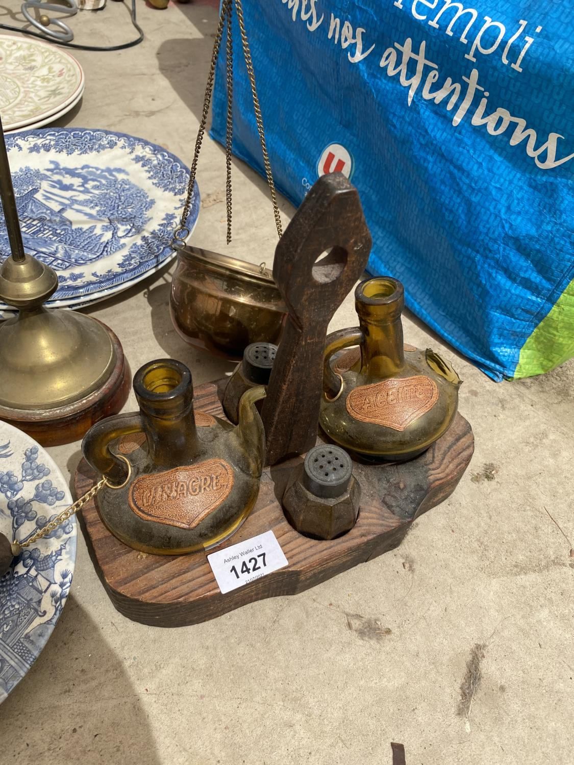 AN ASSORTMENT OF ITEMS TO INCLUDE BLUE AND WHITE CERAMICS PLATES, A GLASS LAMP AND BALANCE SCALES - Image 2 of 4