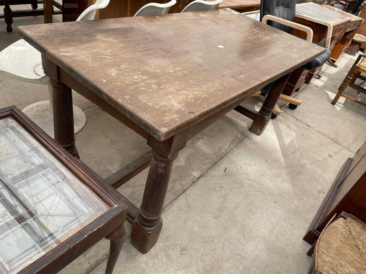 """A GEORGIAN STYLE OAK REFECTORY DINING TABLE ON TURNED TAPERED LEGS, 60X30"""""""