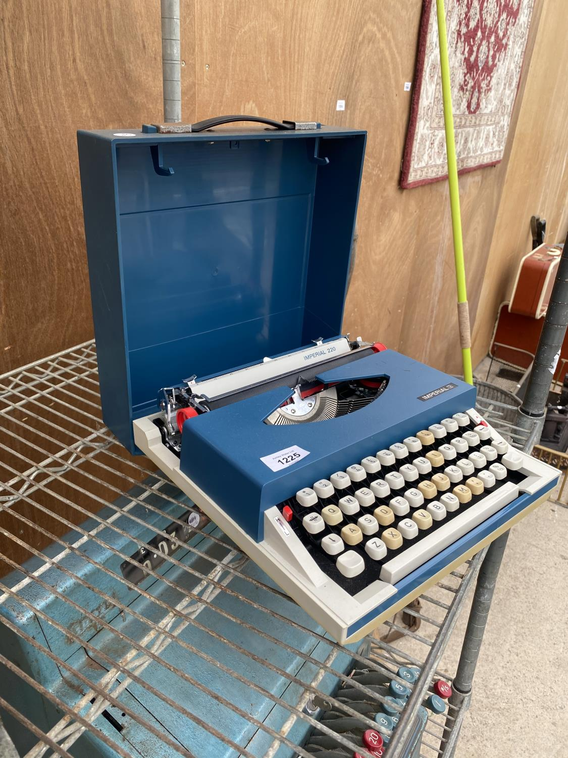 AN IMPERIAL 220 TYPE WRITER WITH CASE - Image 4 of 4